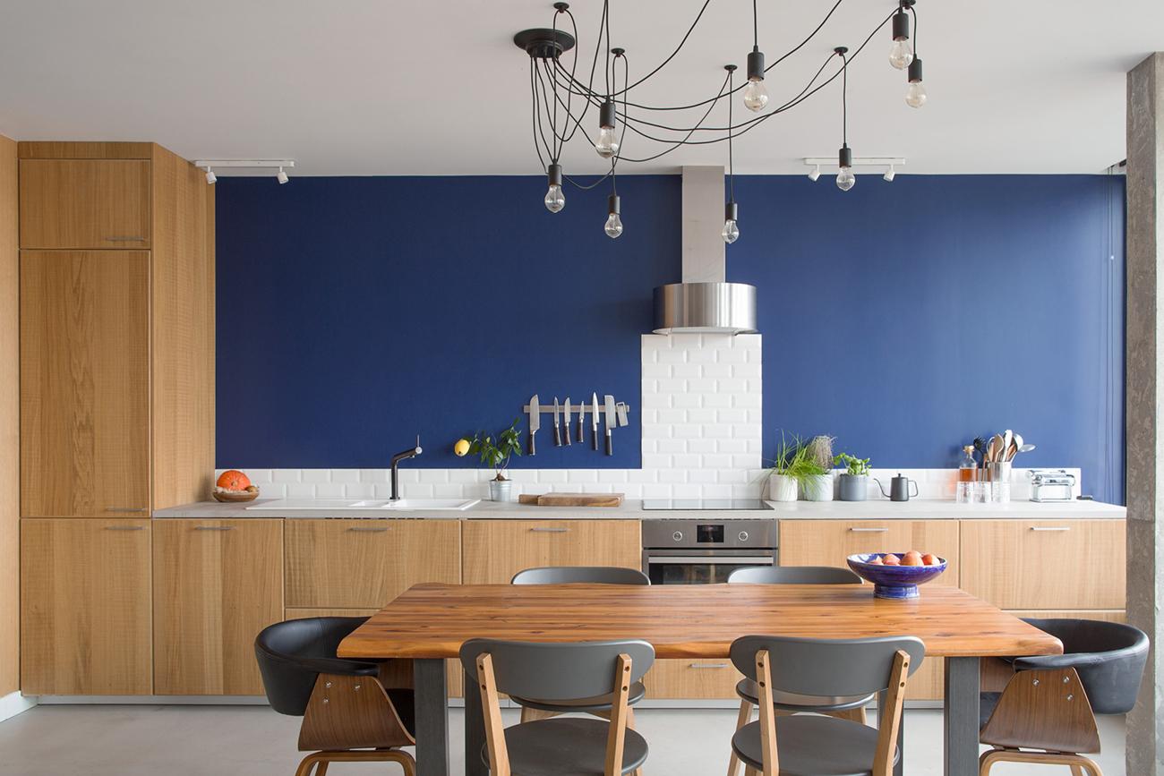 ban-architecture-renovation-appartement-paris-interieur-lumière-traversante-bleu-loft-maison-blanche-75-1