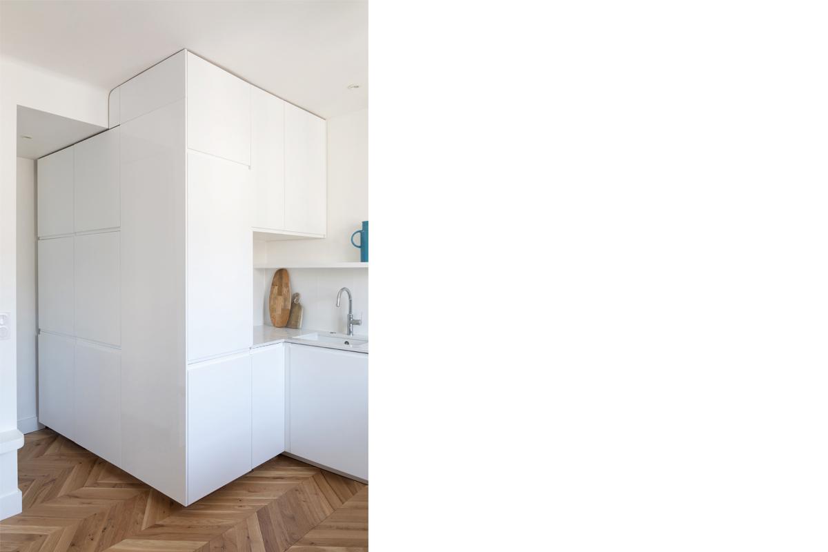ban-architecture-appartement-renovation-paris-blanc-pur-mansardé-epuré-cuisine-ouverte-architecture-interieur-design-lumière-villier-3