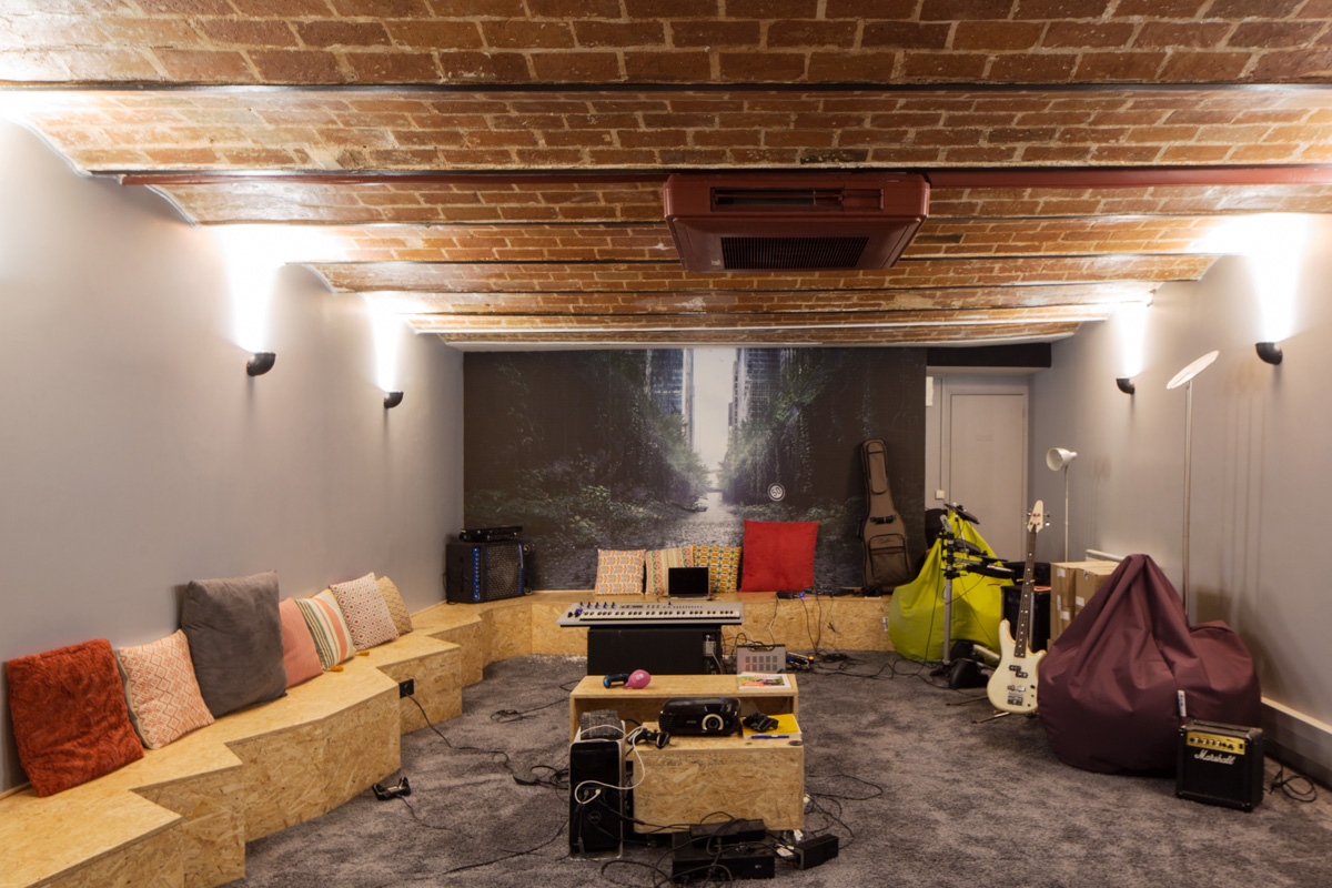 ban-architecture-renovation-amenagement-bureaux-startup-la-ruche-qui-dit-oui-pro-local-professionnel-5
