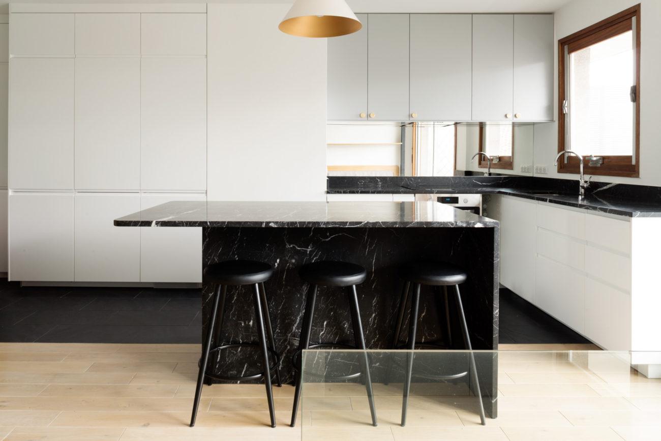 ban-architecture-renovation-appartement-paris-interieur-vintage-contemporain-1970-marbre-bois-noir-nation-16