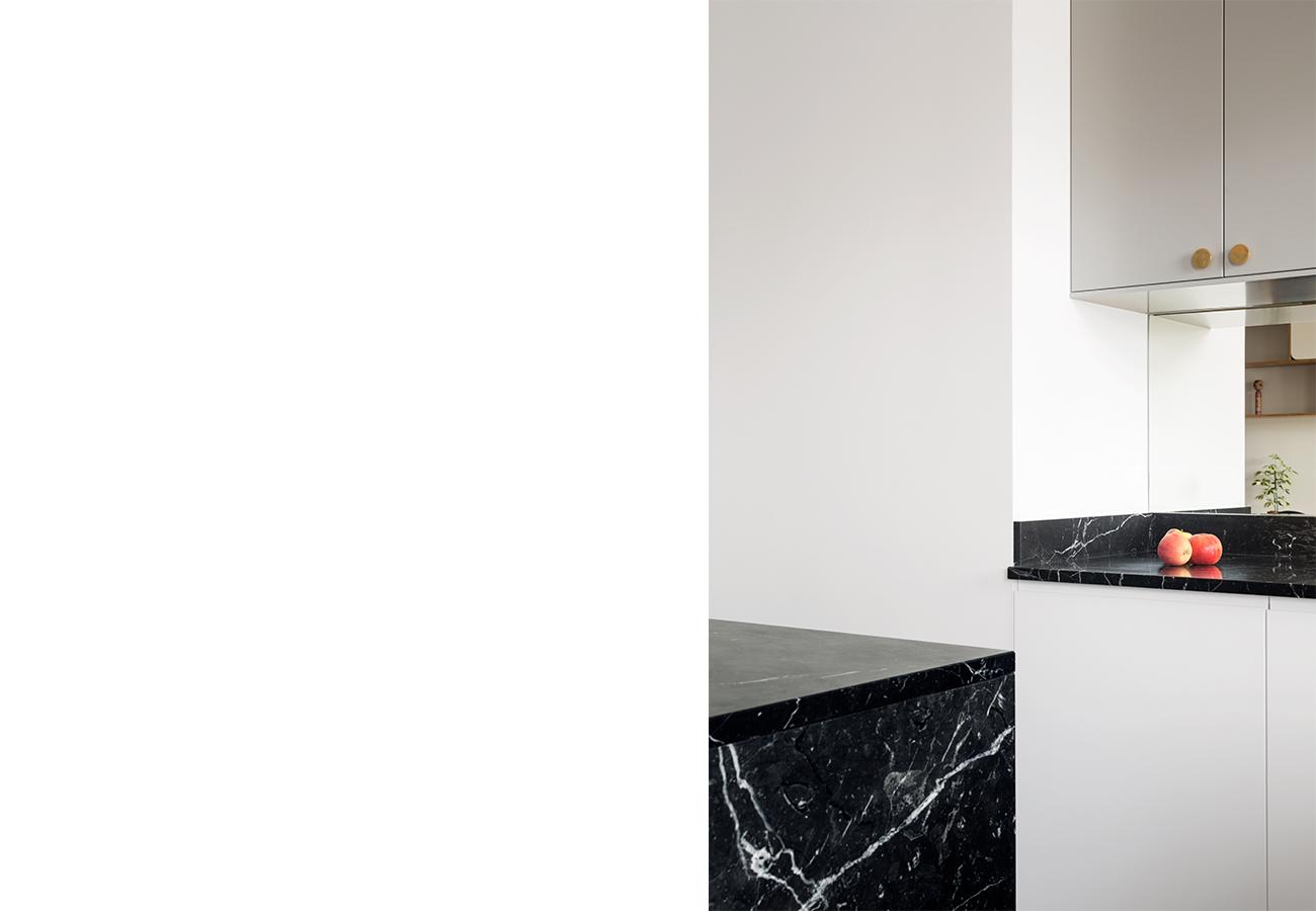ban-architecture-renovation-appartement-paris-interieur-vintage-contemporain-1970-marbre-bois-noir-nation-3