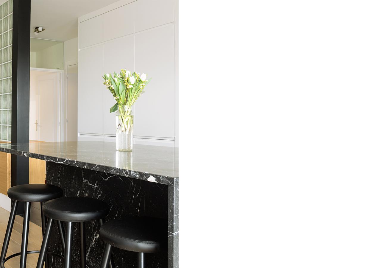 ban-architecture-renovation-appartement-paris-interieur-vintage-contemporain-1970-marbre-bois-noir-nation-4