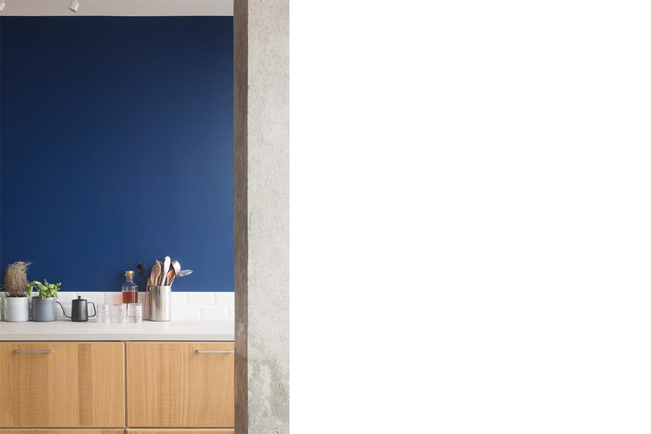 ban-architecture-renovation-appartement-paris-interieur-lumière-traversante-bleu-loft-maison-blanche-75-3