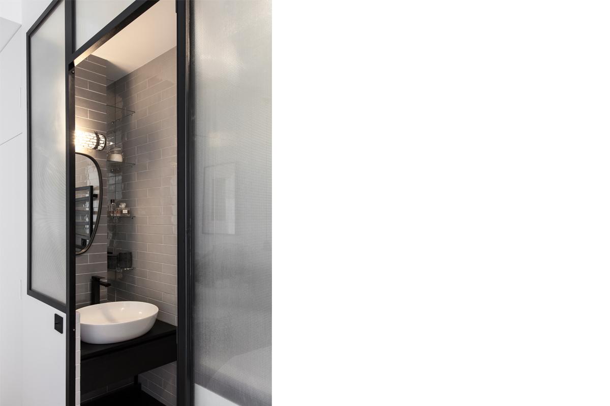 ban-architecture-appartement-renovation-paris-bleu-nuit-contemporain-clair-obscur-architecture-interieur-design-noir-13