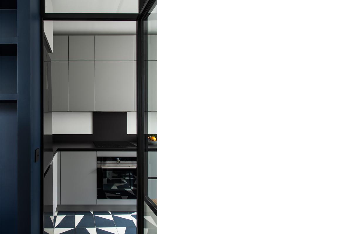 ban-architecture-appartement-renovation-paris-bleu-nuit-contemporain-clair-obscur-architecture-interieur-design-noir-5