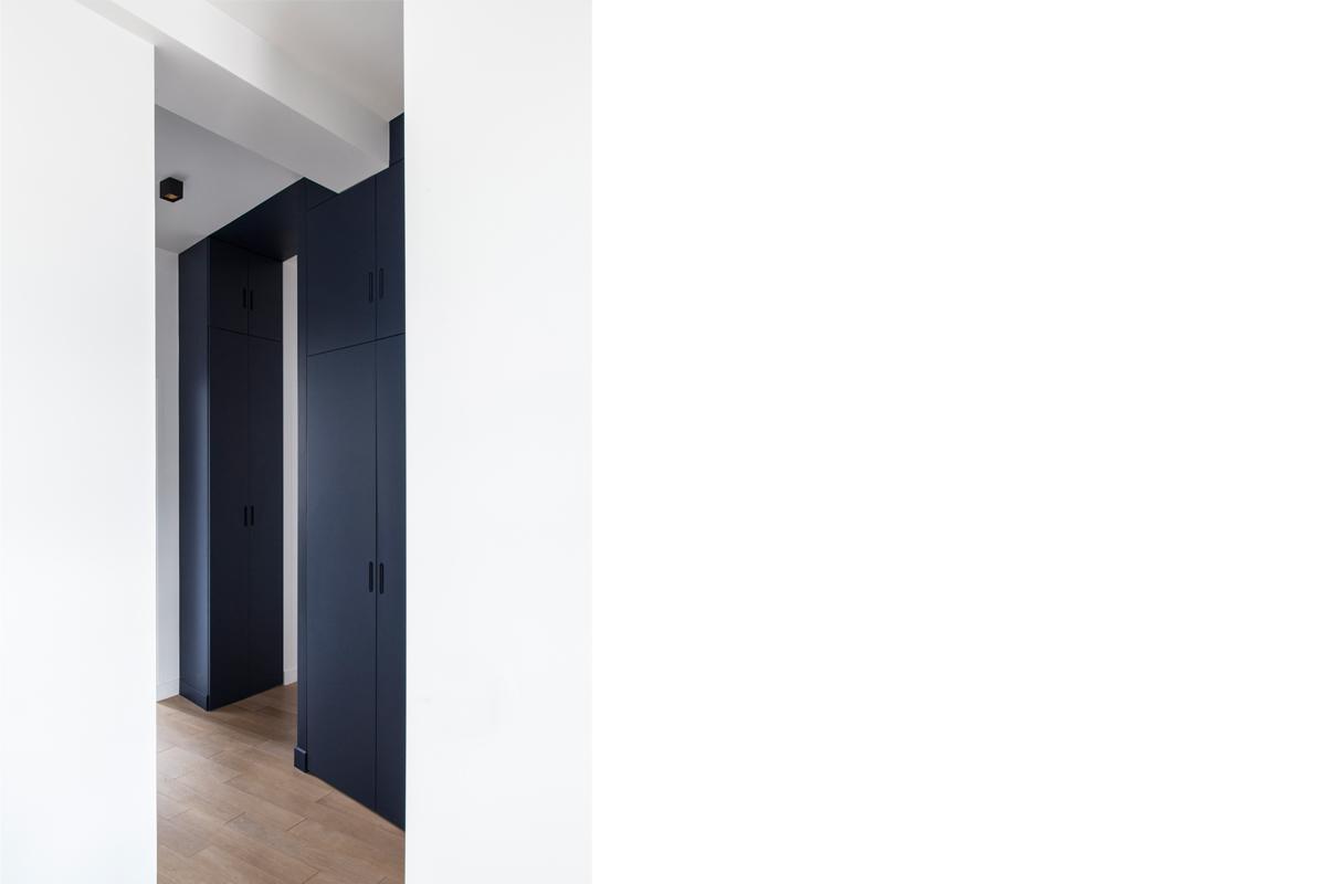 ban-architecture-appartement-renovation-paris-bleu-nuit-contemporain-clair-obscur-architecture-interieur-design-noir-9