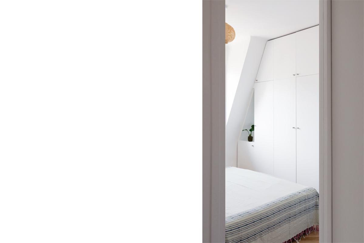 ban-architecture-appartement-renovation-paris-blanc-pur-mansardé-epuré-cuisine-ouverte-architecture-interieur-design-lumière-villier-14