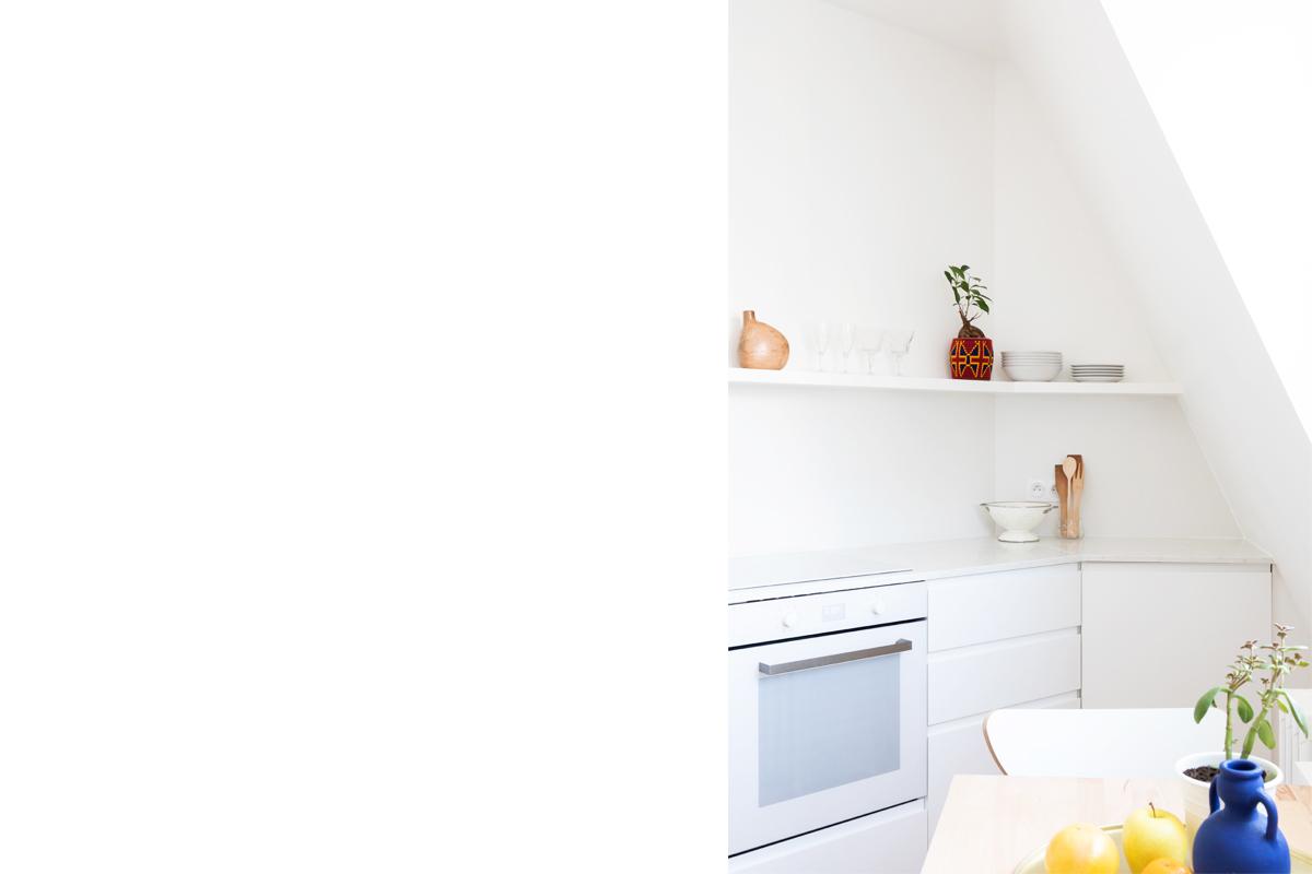 ban-architecture-appartement-renovation-paris-blanc-pur-mansardé-epuré-cuisine-ouverte-architecture-interieur-design-lumière-villier-4